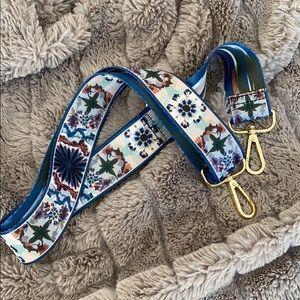Generic guitar strap for bags